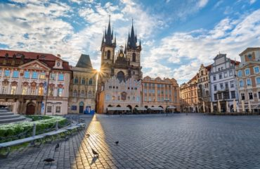 DISCOVER PRAGUE ONLY WITH YOUR SMARTPHONE